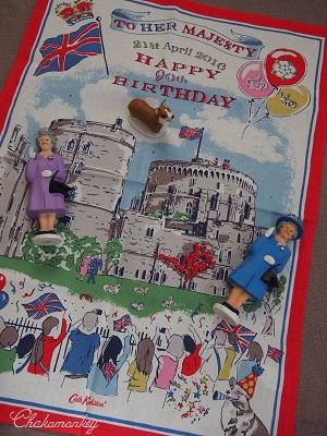 Happy Birthday to Her Majesty the Queen 90歳記念のお紅茶とティータオル_f0238789_17315039.jpg