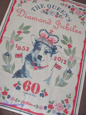 Happy Birthday to Her Majesty the Queen 90歳記念のお紅茶とティータオル_f0238789_17321364.jpg