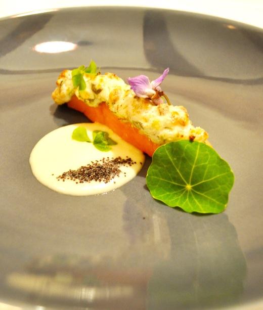 旬菜コース 植松さんの信州サーモンのリコッタ、クルミ、ギシギシのパテ焼き カープラチーズのソースで_c0130206_17455581.jpg