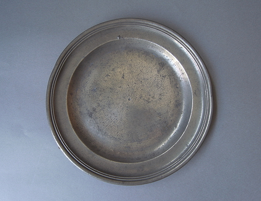 ピューターの皿2点_e0111789_1114772.jpg