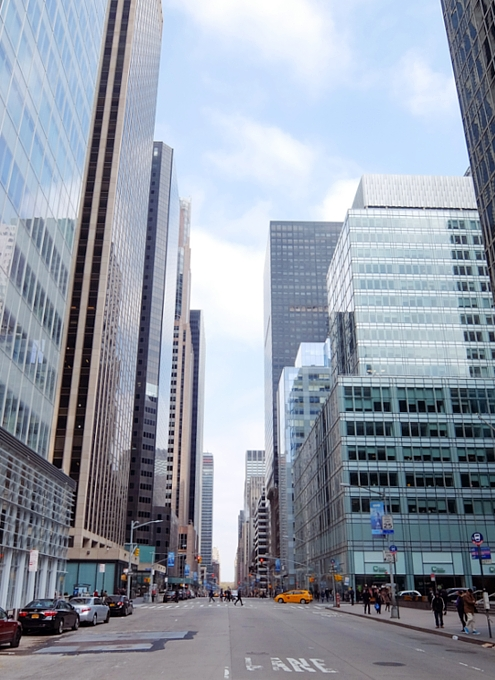 NYミッドタウンの6番街沿い、42~50丁目付近をお散歩_b0007805_014688.jpg