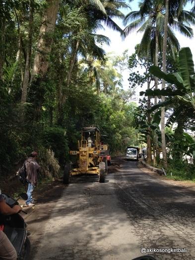 クルンクンからシドゥメン村方面へは、ただいま道路工事が行われております。_a0120328_17563099.jpg