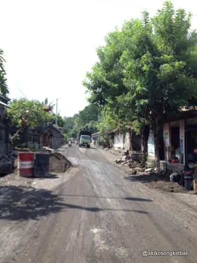 クルンクンからシドゥメン村方面へは、ただいま道路工事が行われております。_a0120328_17564680.jpg