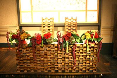 博多百年蔵 会場装花(個性的赤系かっこよく)_e0149863_2154469.jpg