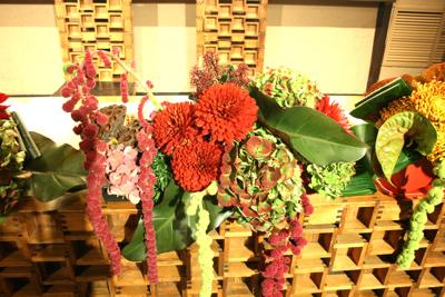 博多百年蔵 会場装花(個性的赤系かっこよく)_e0149863_21553341.jpg