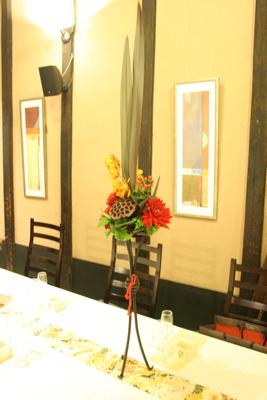 博多百年蔵 会場装花(個性的赤系かっこよく)_e0149863_21565010.jpg