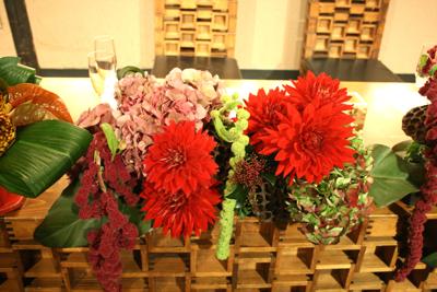 博多百年蔵 会場装花(個性的赤系かっこよく)_e0149863_215681.jpg