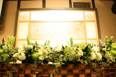 博多百年蔵 会場装花(白&グリーン)2_e0149863_2235992.jpg