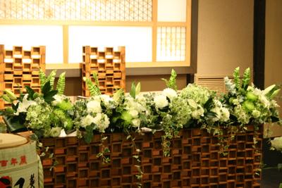 博多百年蔵 会場装花(白&グリーン)2_e0149863_2241575.jpg