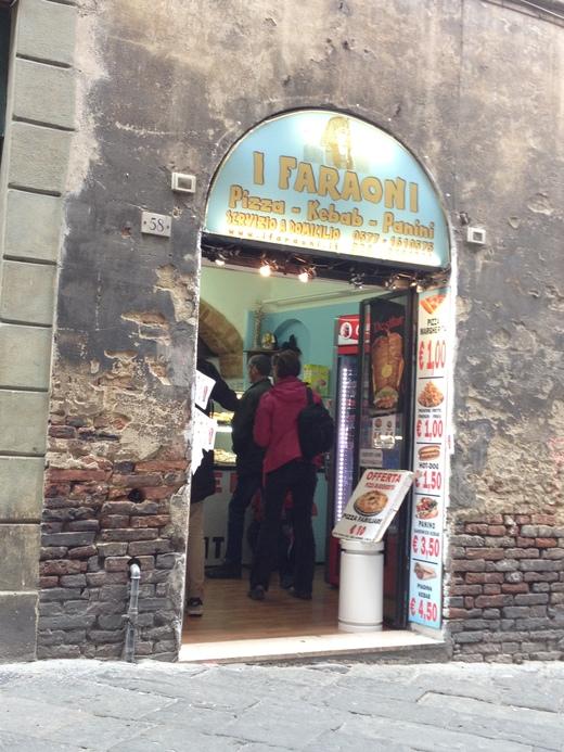 シエナで1ユーロの切り売りピッツァを発見!_a0136671_2194024.jpg