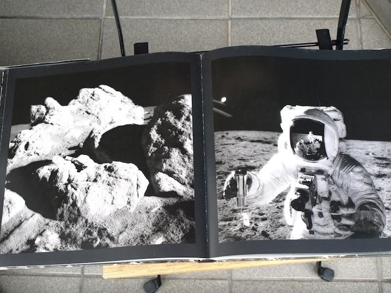 スタンリー・キューブリックが関与していると噂される、美し過ぎる月着陸の写真集の裏側_e0122680_20434314.jpg