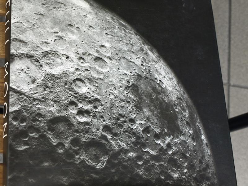 スタンリー・キューブリックが関与していると噂される、美し過ぎる月着陸の写真集の裏側_e0122680_20443814.jpg