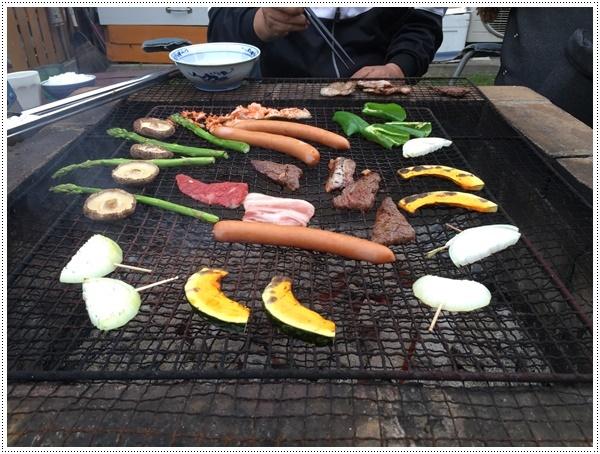今年初めてのお庭BBQ、2わんずも美味しかったね~_b0175688_21264307.jpg