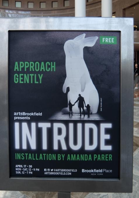 "NYに高さ12mの巨大うさぎのパブリックアート登場中、\""Intrude\"" by Amanda Parer_b0007805_20172450.jpg"