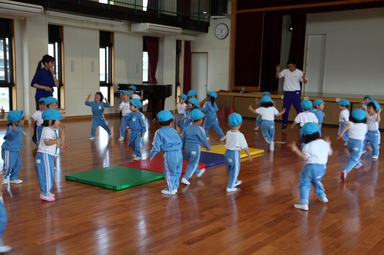 体操(年少・りんご組)_b0277979_15364488.jpg