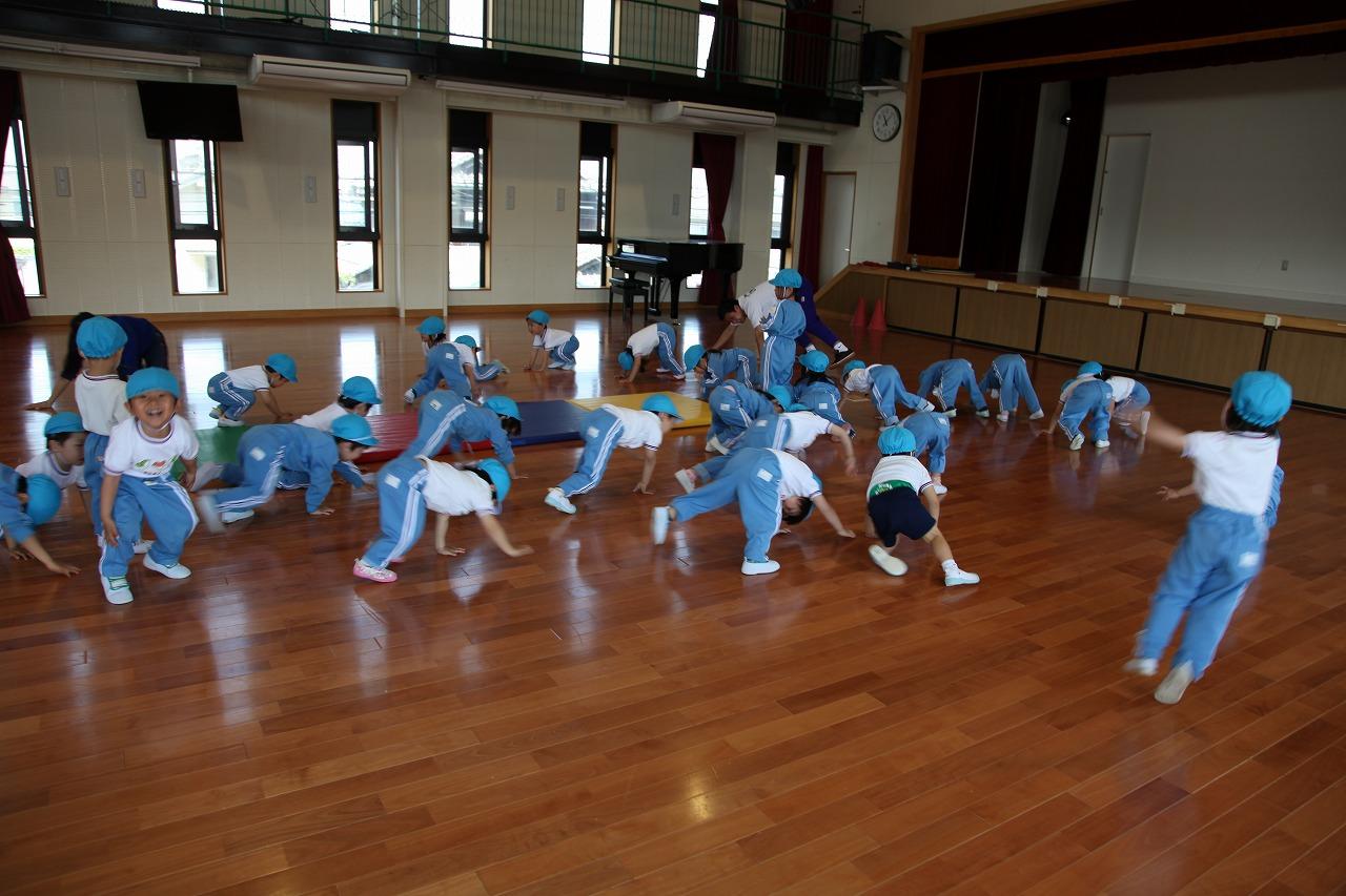 体操(年少・りんご組)_b0277979_15372999.jpg