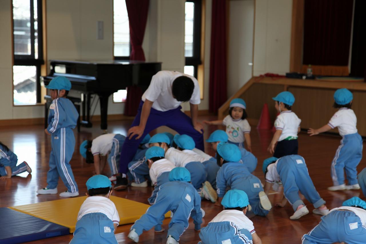 体操(年少・りんご組)_b0277979_15374362.jpg