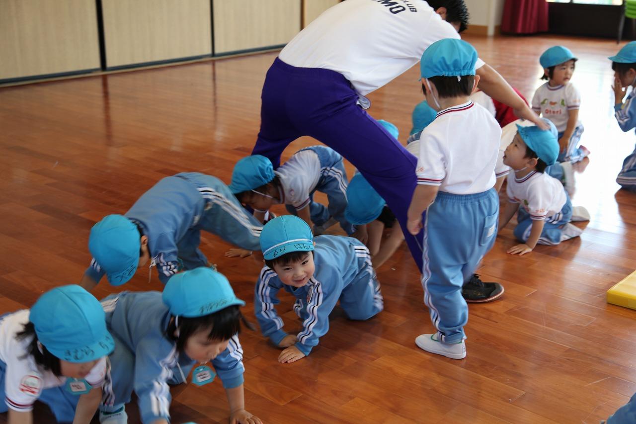 体操(年少・りんご組)_b0277979_1537476.jpg