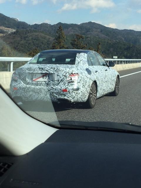 ベンツの新型車のカモフラージュ車を撮影していた_b0017844_13594538.jpg