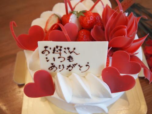 愛情をたっぷりデコレート!おいしくてうれしい!華やかなショートケーキ