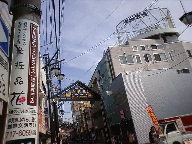 電柱の看板と商店街アーチ_e0120837_1584298.jpg