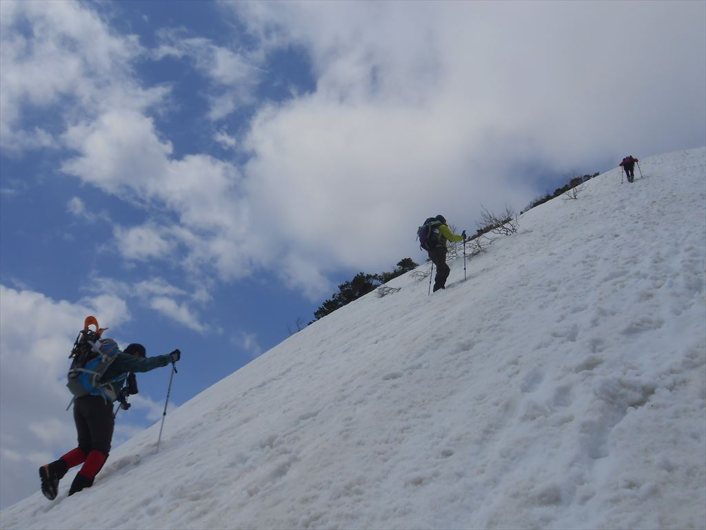 漁岳と北漁岳、4月24日-同行者からの写真-_f0138096_7555445.jpg