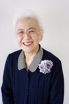おばあちゃんとバラのブローチ_c0122475_19031621.jpg