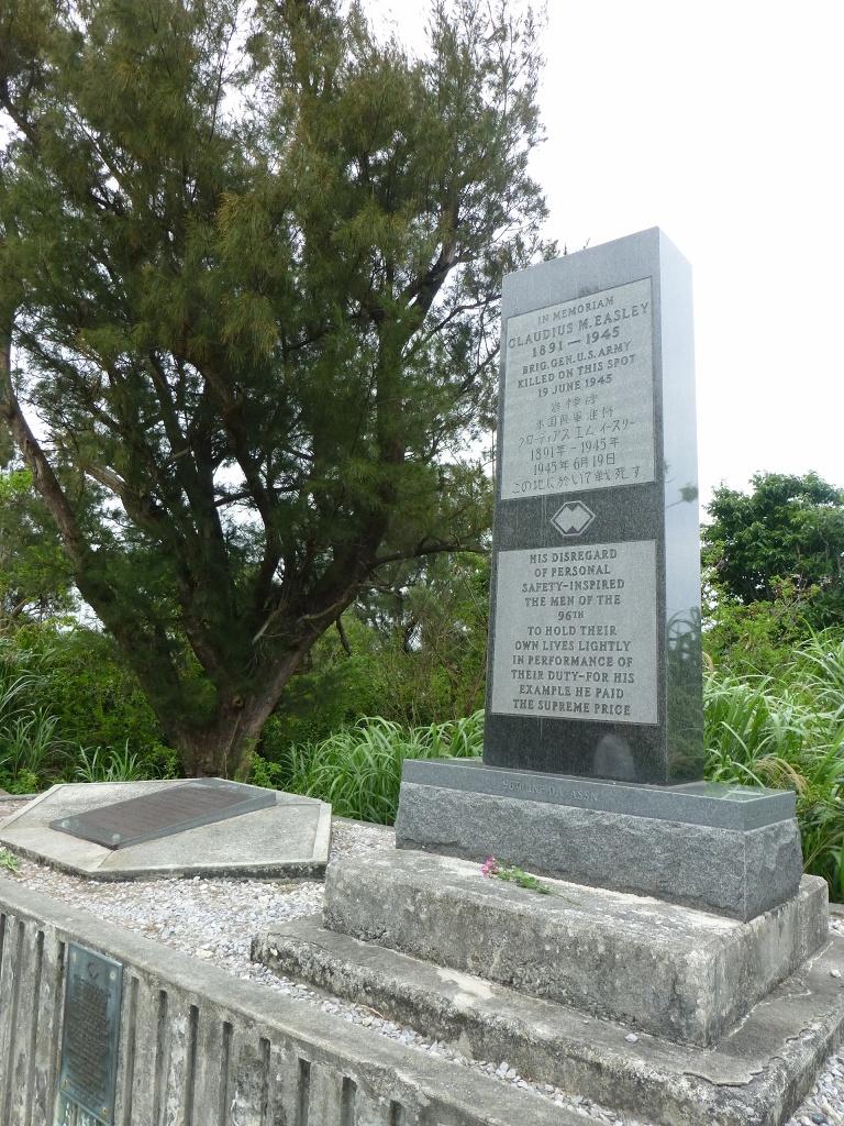 導かれるように 白梅の塔 から バックナー中将の慰霊碑 へ_b0313338_17183241.jpg