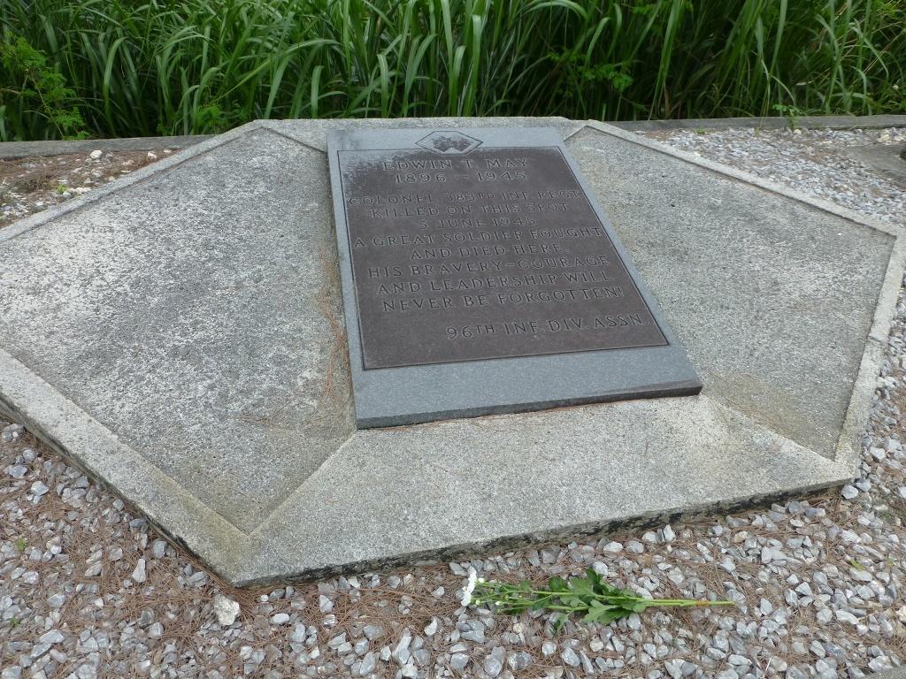 導かれるように 白梅の塔 から バックナー中将の慰霊碑 へ_b0313338_17194047.jpg