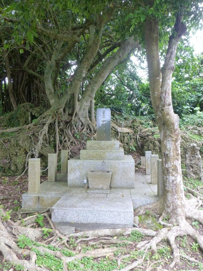 導かれるように 白梅の塔 から バックナー中将の慰霊碑 へ_b0313338_20093772.jpg