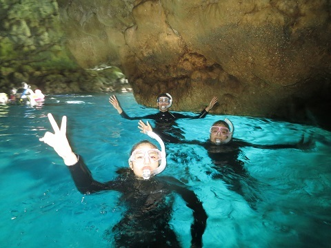 ボートで青の洞窟行ってきました!!_a0156273_19374029.jpg
