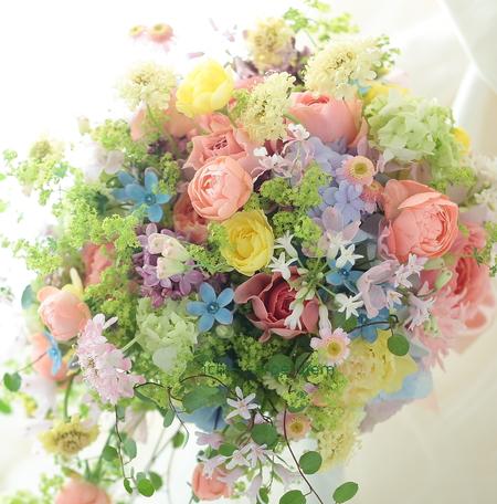 セミキャスケードブーケ 八芳園様へ 一会スペシャリテのミックスカラーで_a0042928_21405238.jpg