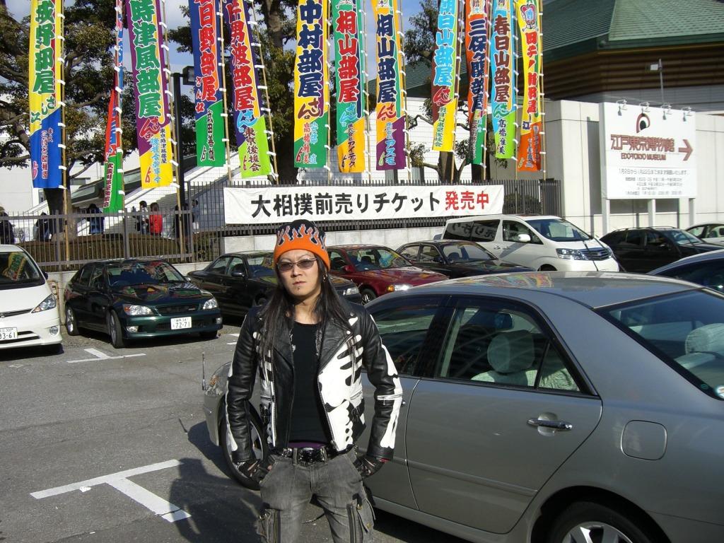 興奮冷めやらぬ!初めての相撲で座布団投げ!!_d0061678_20304911.jpg