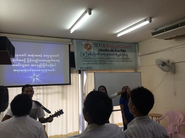 ミャンマー人の教会に行って思うこと_b0100062_7124886.jpg
