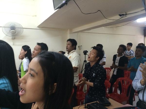 ミャンマー人の教会に行って思うこと_b0100062_7164085.jpg
