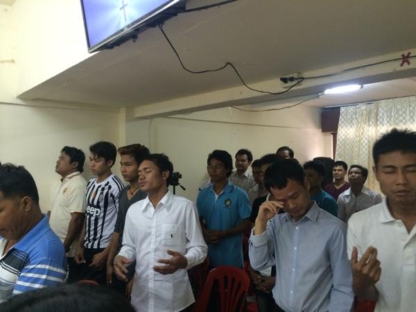 ミャンマー人の教会に行って思うこと_b0100062_717050.jpg