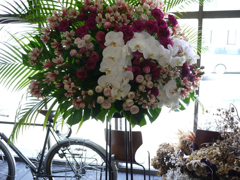 南3西1の成吉思汗のお店のオープンに、スタンド花とアレンジメント。_b0171193_02050730.jpg