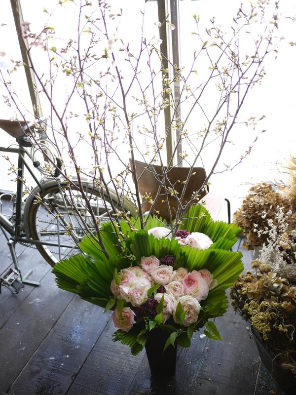 南3西1の成吉思汗のお店のオープンに、スタンド花とアレンジメント。_b0171193_02052560.jpg