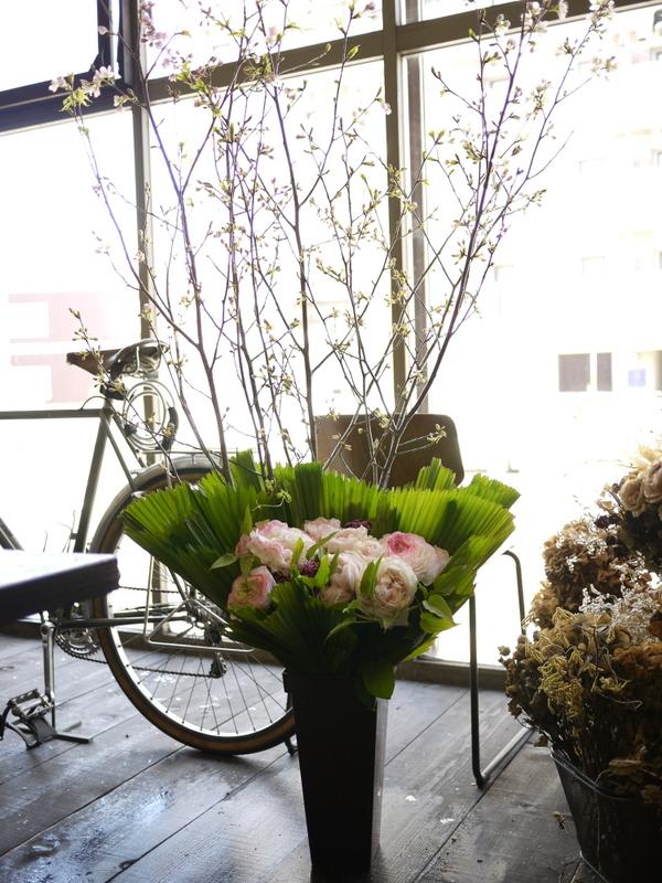 南3西1の成吉思汗のお店のオープンに、スタンド花とアレンジメント。_b0171193_02054148.jpg