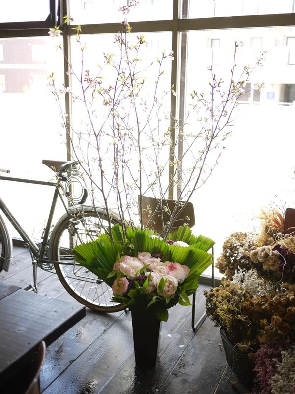 南3西1の成吉思汗のお店のオープンに、スタンド花とアレンジメント。_b0171193_02063361.jpg