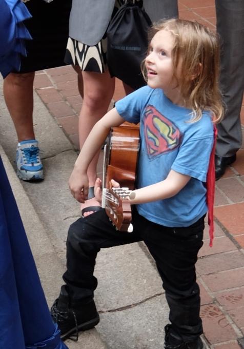 NYの子ども達の間でスーパーヒーロー・ファッションが日常化?!_b0007805_4112912.jpg