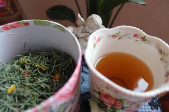 美容に良い普段飲みの野草茶を作ってます_a0329820_11560080.jpg