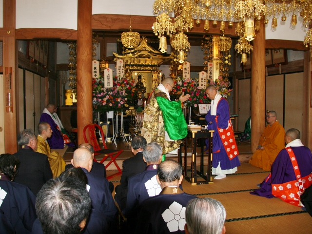 お寺の約半年を写真で振り返る_b0110585_0584416.jpg