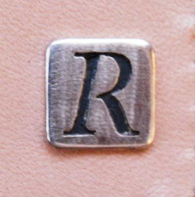 イニシャル「R」のついた名刺入れ_f0155891_1324673.jpg