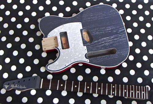 Guitar(左用を含む)とBass合わせ計.5種の塗装が完了。_e0053731_140319.jpg