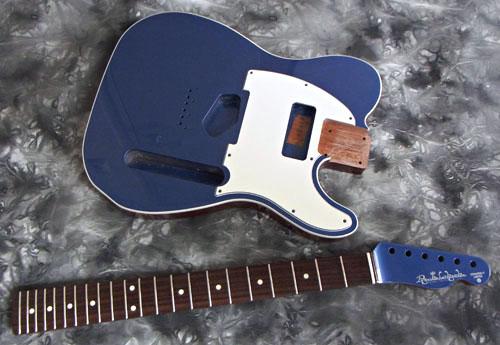 Guitar(左用を含む)とBass合わせ計.5種の塗装が完了。_e0053731_140646.jpg