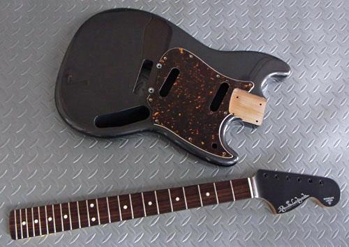 Guitar(左用を含む)とBass合わせ計.5種の塗装が完了。_e0053731_140884.jpg
