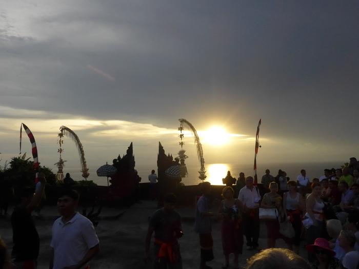 バリ島へ行く。23 ~15年ぶりにケチャを見た話~_f0232060_14212498.jpg