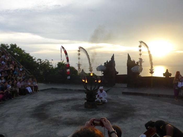 バリ島へ行く。23 ~15年ぶりにケチャを見た話~_f0232060_14223441.jpg