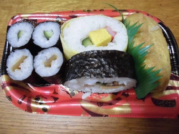 デイリーカナートのミニ寿司セットと冷やし中華_c0118393_17262287.jpg